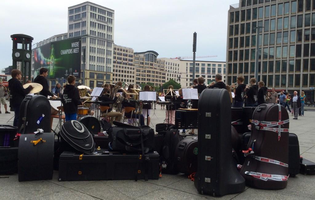 Norsk Brass Band på tur - En tysk bussjåfør sin våte drøm....